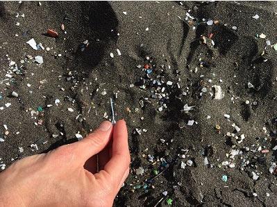 Was macht Mikroplastik eigentlich? Und was soll es in Putzmitteln?!